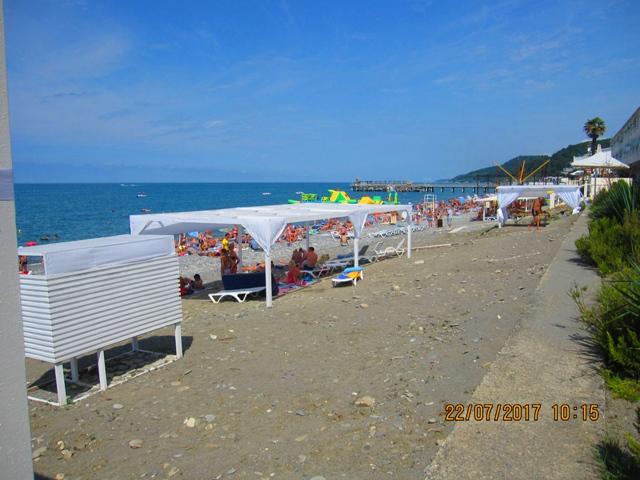 Отдых в Лоо центральный пляж в трех минутах от  гостиницы