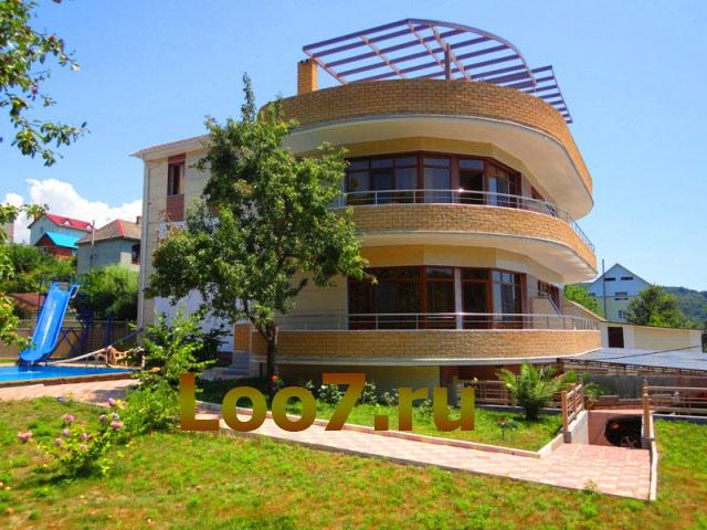 Гостиница в Лоо с бассейном фото