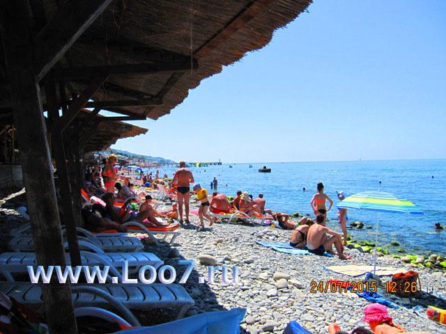 Пляж в Лоо рядом с домиками фото