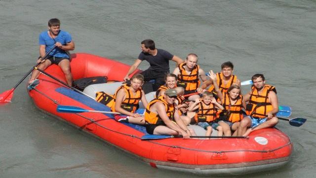 Экскурсии в Лоо Рафтинг сплав по горной реке.