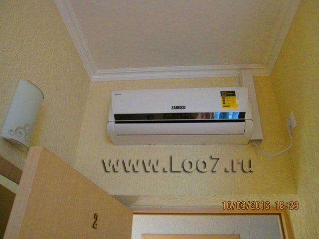 Номера в Лоо с кондиционером, с удобствами с отдельным балконом и видом на море