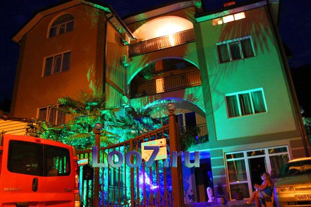 Частные гостиницы в Лоо на берегу моря