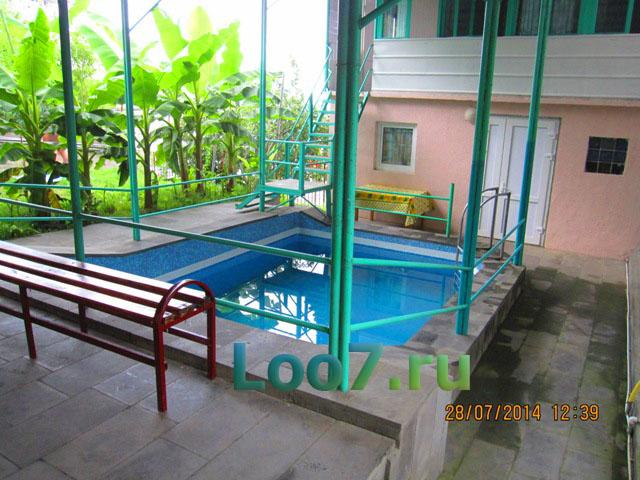 Лоо первая линия гостиницы с бассейном