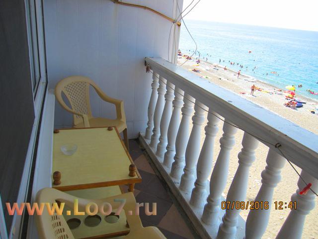Номера в Лоо с балконом видом на море стои