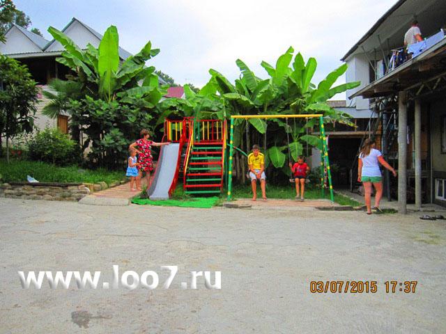 Гостиница в Лоо с детской площадкой для детей и бассейном фото