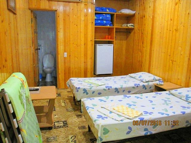 Деревянные домики в Лоо на берегу моря снять недорого