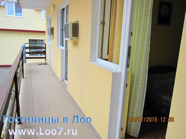 Гостиница в Лоо 2 номера с отдельным  балконом
