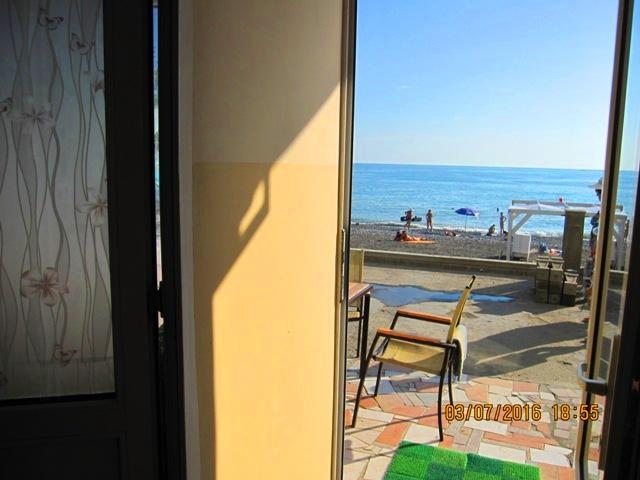 Вид с эллинга на пляж фото