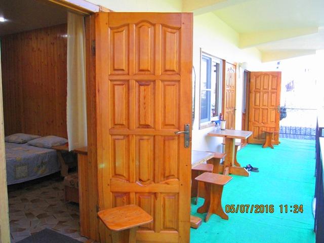 Отдельные деревянные гостевые домики в Лоо с удобствами