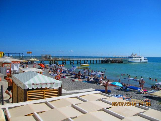 Центральный пляж в Лоо рядом с гостиницей фото