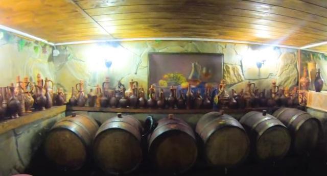 По маршруту джиппинг из Сочи в Абхазию будит дегустация меда, вина, сыра в Абхазии