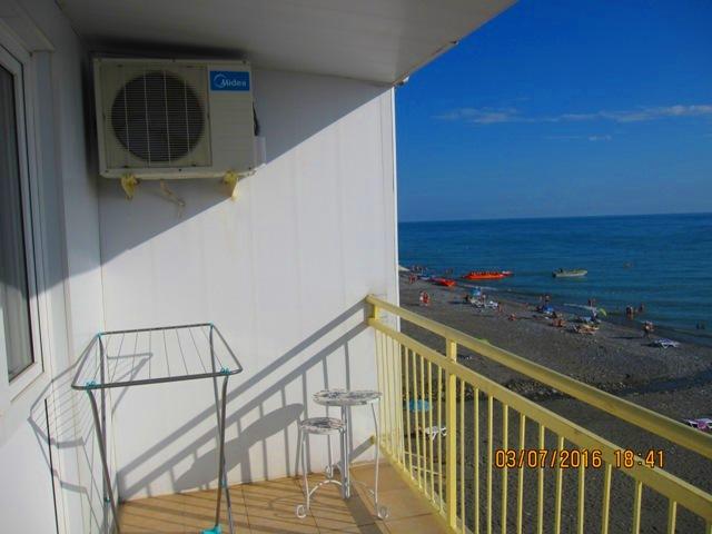 Вид с номера на море в эллинге с балконом фото