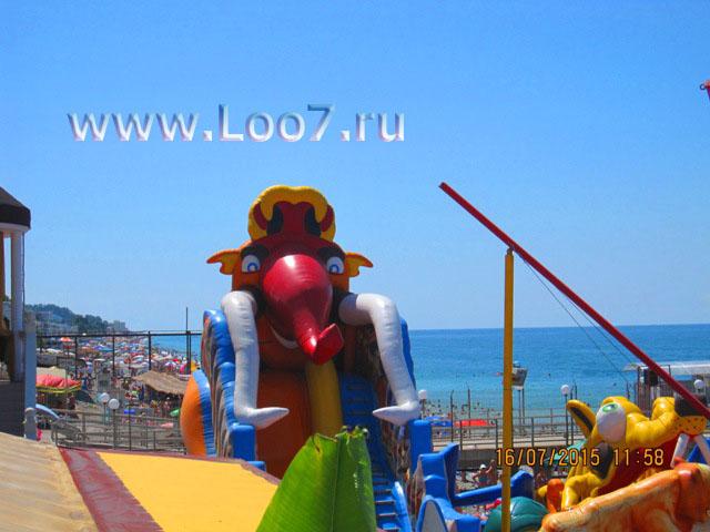 Пляж в Лоо с развлечениями для детей