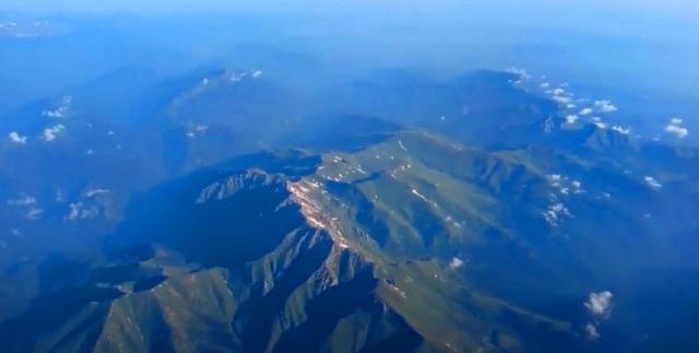 С этих вершин Кавказских гор берет свое начало река Шахе с которой начинаются знаменитые 33 водопада
