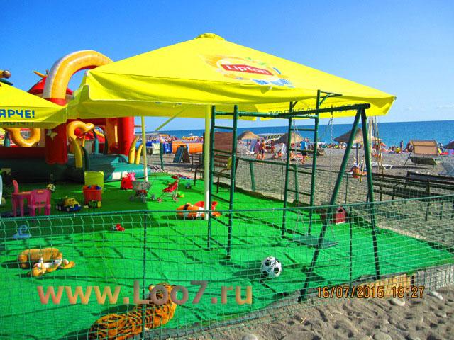 Отдых на пляже в Лоо детская площадка