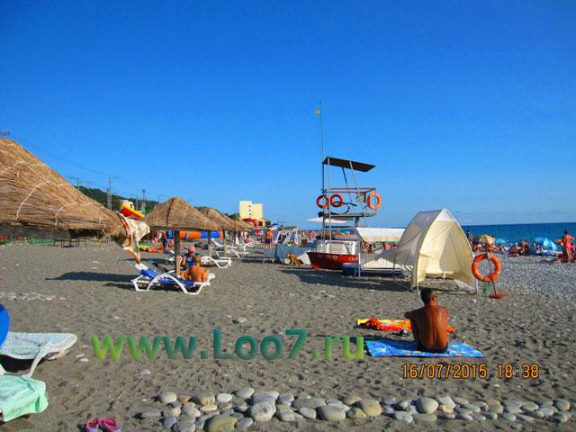 Центральный пляж в Лоо горный воздух