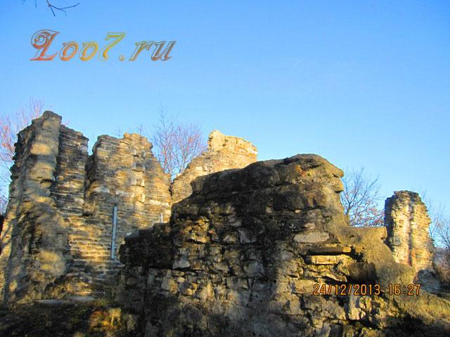 Поселок Лоо достопримечательность храм в Лоо