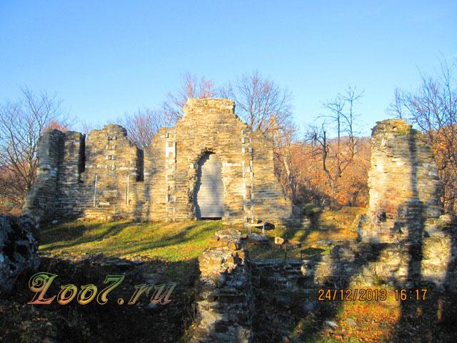 Храм в Лоо фото
