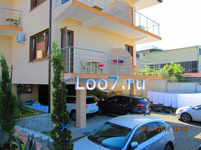Частные гостиницы в Лоо с бассейном, детской площадкой, стоянкой, фото цены без посредников