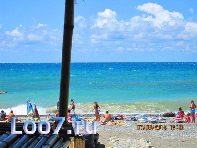Пляж рядом с гостиницей в Лоо номер 3 фото