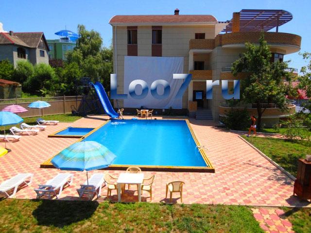 Частная гостиница в Лоо с бассейном
