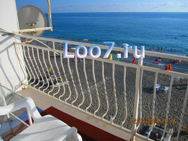 Номера в Лоо с видом на море