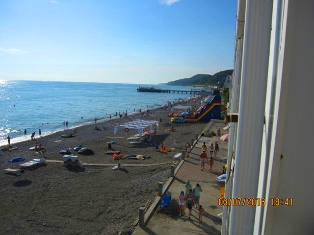 Эллинги в Лоо на пляже фото номеров с видом на море балконом