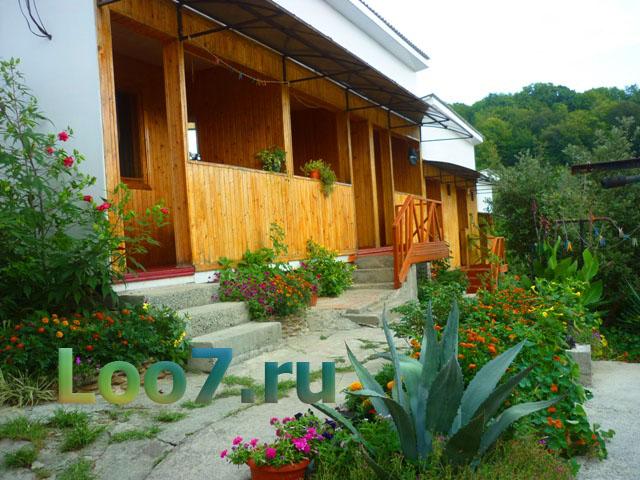 Деревянные домики с удобствами в Лоо фото отзывы цены без посредников