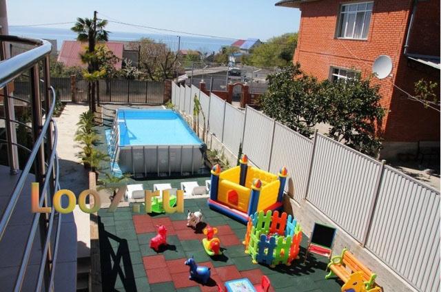 Лоо частные гостиницы с бассейном и детской площадкой
