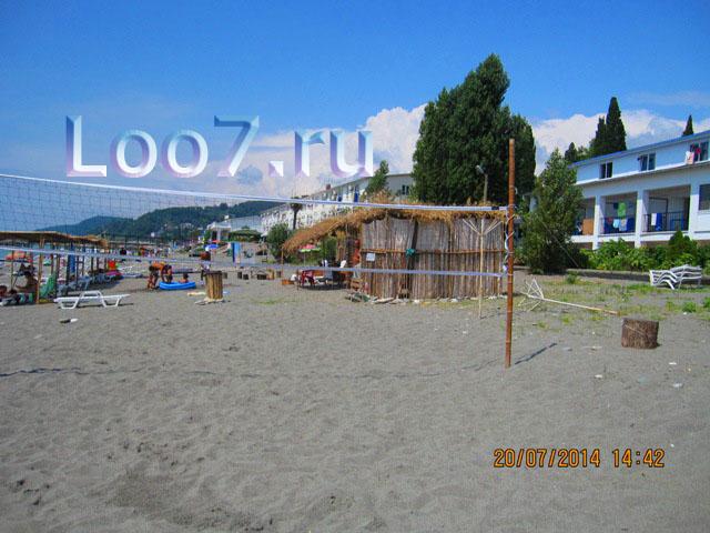 Лоо пляж
