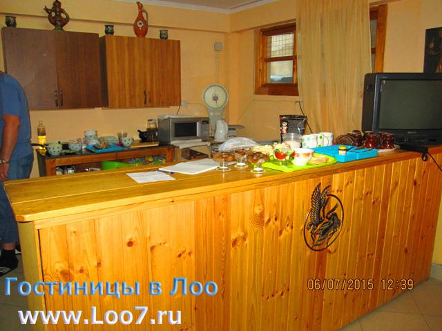 Гостиницы в Лоо с кухней столовой фото