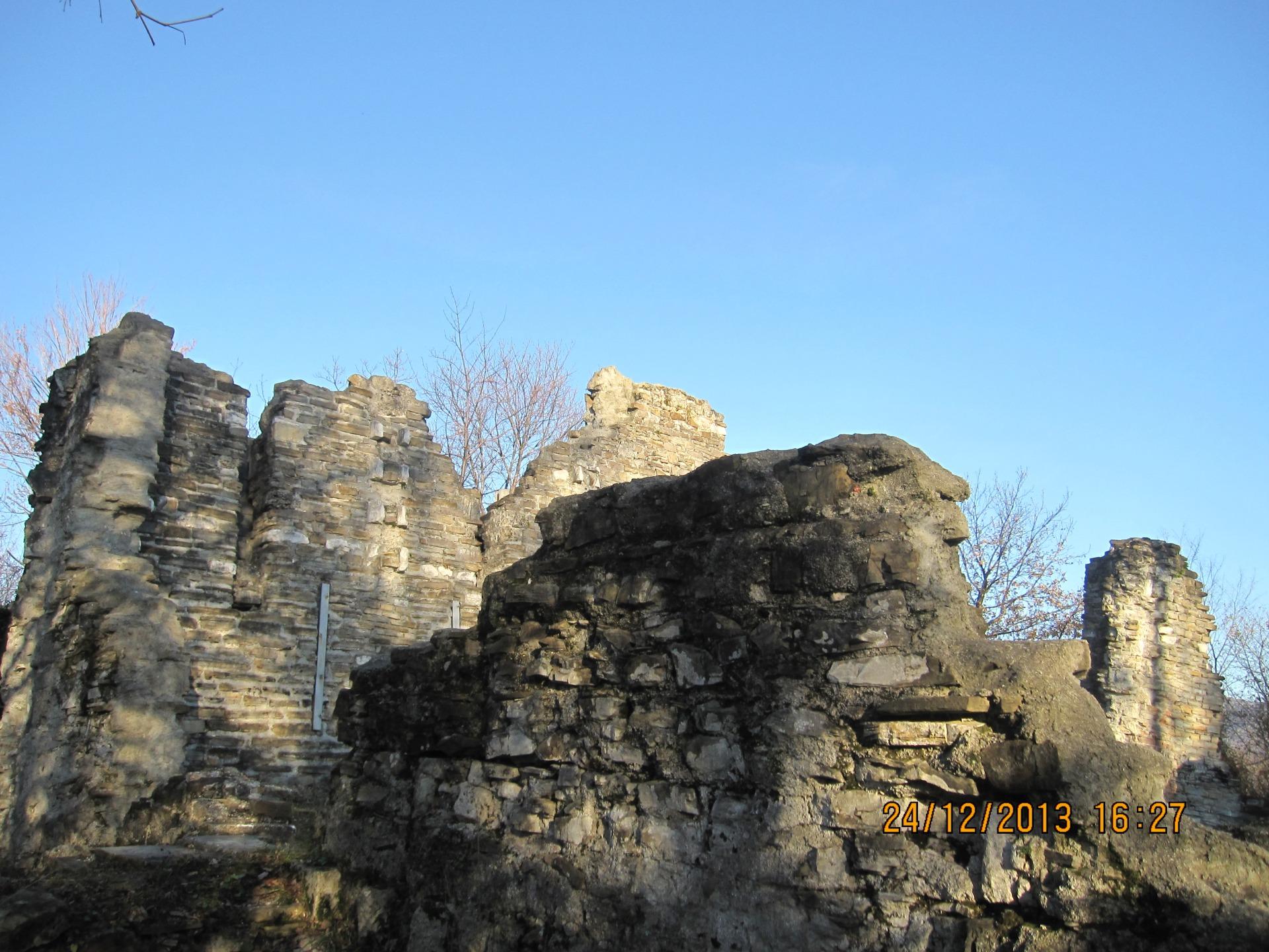 Храм в поселке Лоо фото