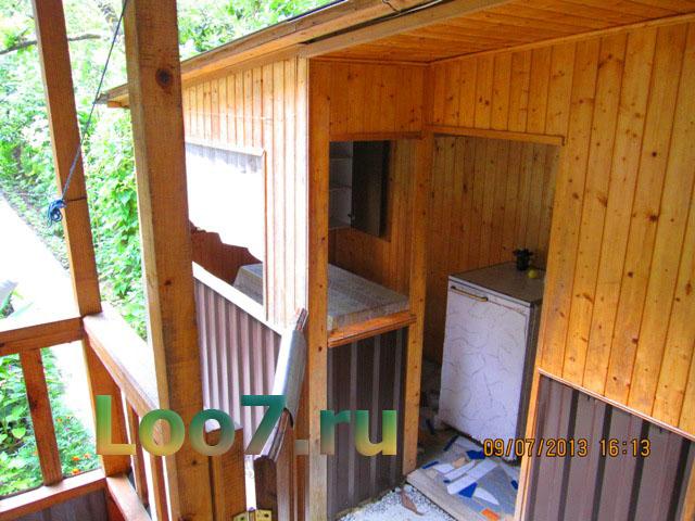 Деревянный отдельный домик в Лоо