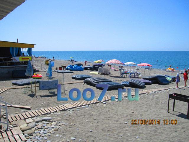 Пляж в Лоо рядом с гостиницей 43