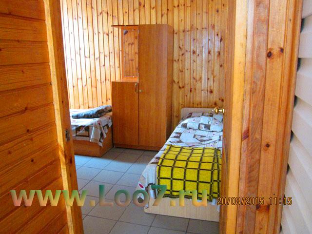 Отдельные деревянные домики в Лоо