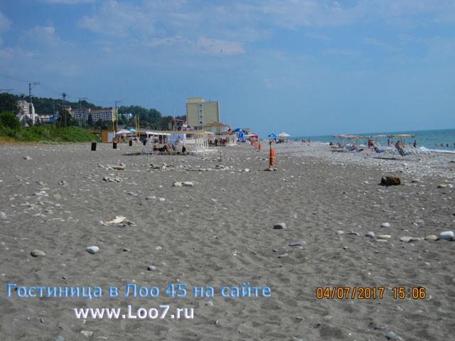 Пляж в Лоо рядом с гостиницей