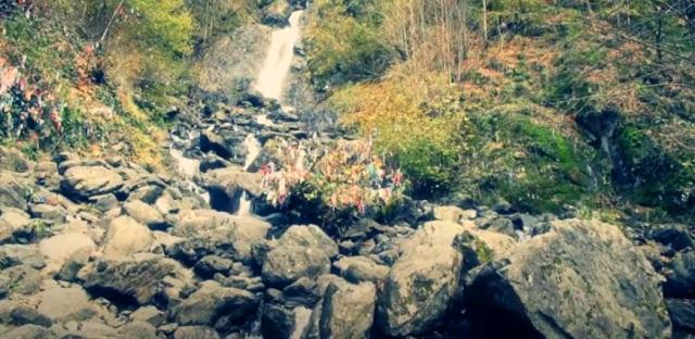 Экскурсии в Абхазию из Сочи  на джипах к Молочному водопаду