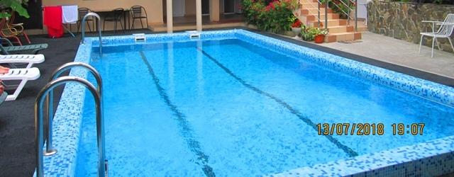 Отдых в Лоо, гостевые дома в Лоо с бассейном.