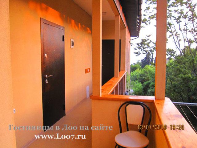 Гостиница в Лоо с бассейном двух комнатный номер на шесть человек