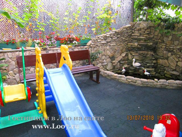 Гостиница в Лоо с детской площадкой