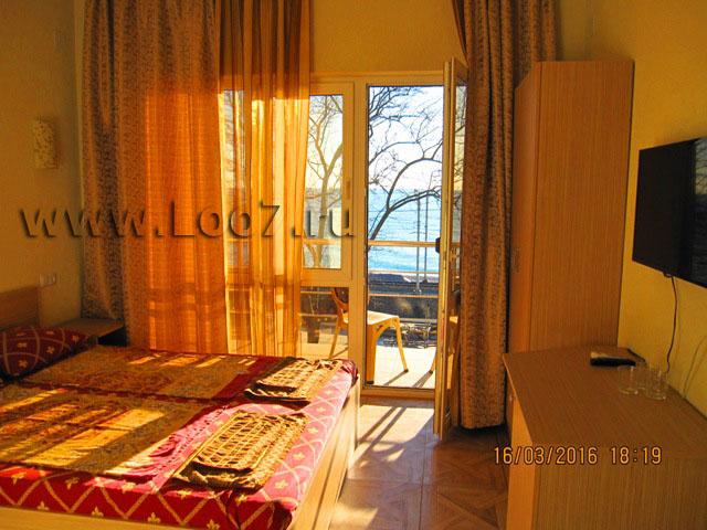 Номера в Лоо с балконом и видом на море