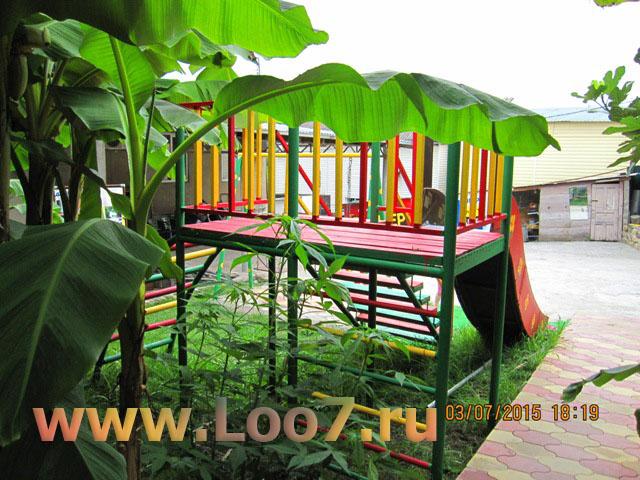Лоо гостиница с детской площадкой
