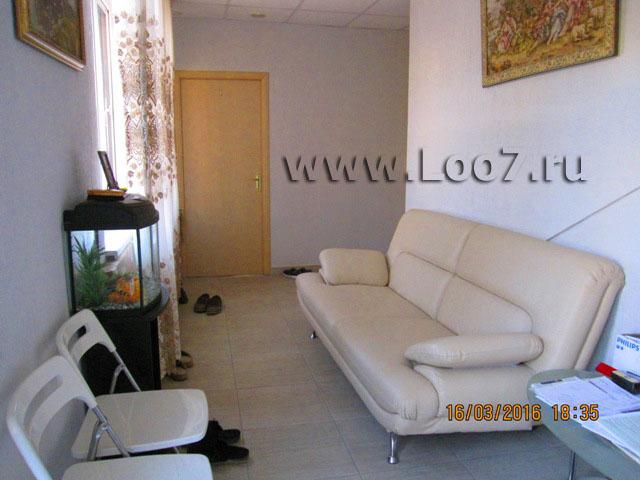 Комната ожидания для отдыхающих в гостинице Лоо у самого моря