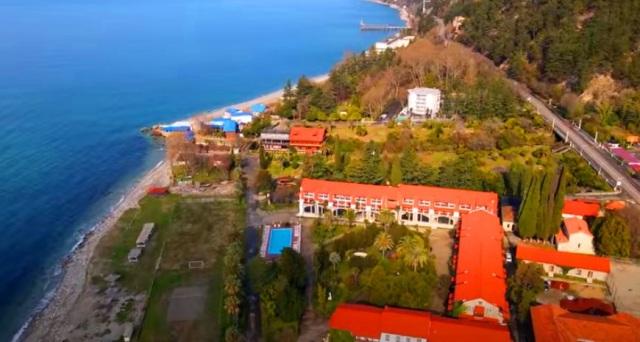Экскурсии из Дагомыса в Абхазию на Термальный источник Кындыг