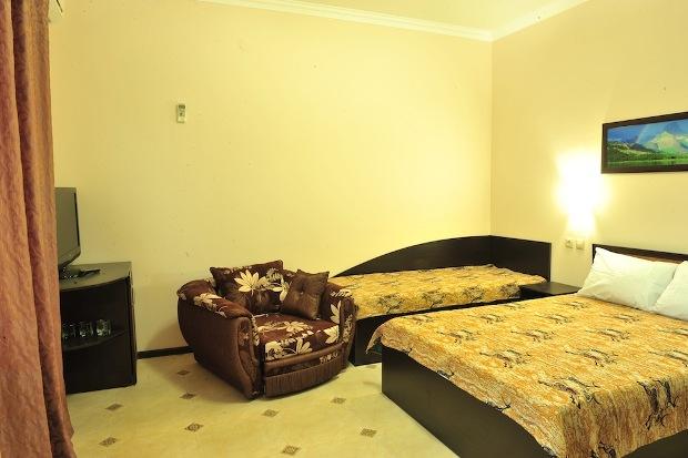 Отдых в Лоо у самого моря сколько стоит номер в гостиницы где все включено