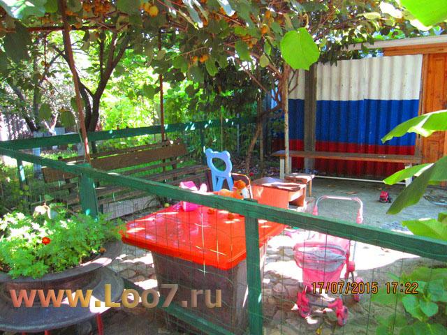 Домики в Лоо с детской площадкой возле моря