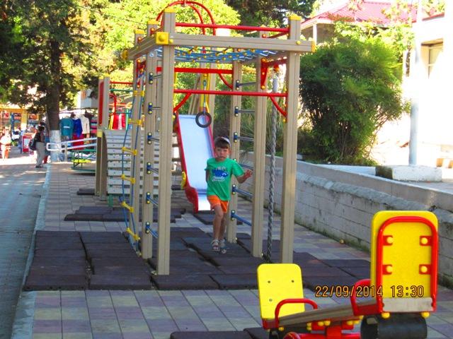 Детская площадка в Лоо фото отдыхающих