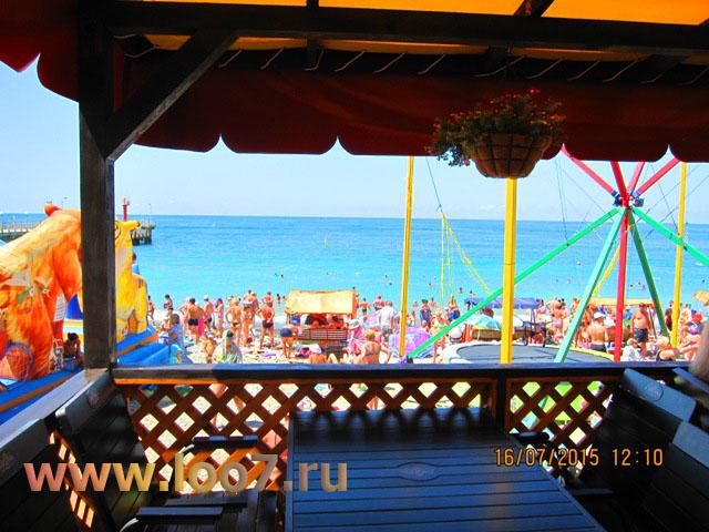 Частный сектор Лоо фото с территории кафе на пляже
