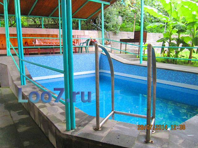 Гостиницы в Лоо с бассейном и детской площадкой