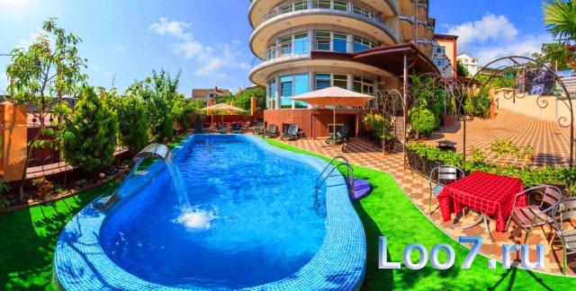 Частная гостиница в поселке Лоо рядом с морем, отдых организован по системе все включено